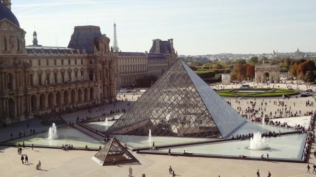Louvre Muzesi
